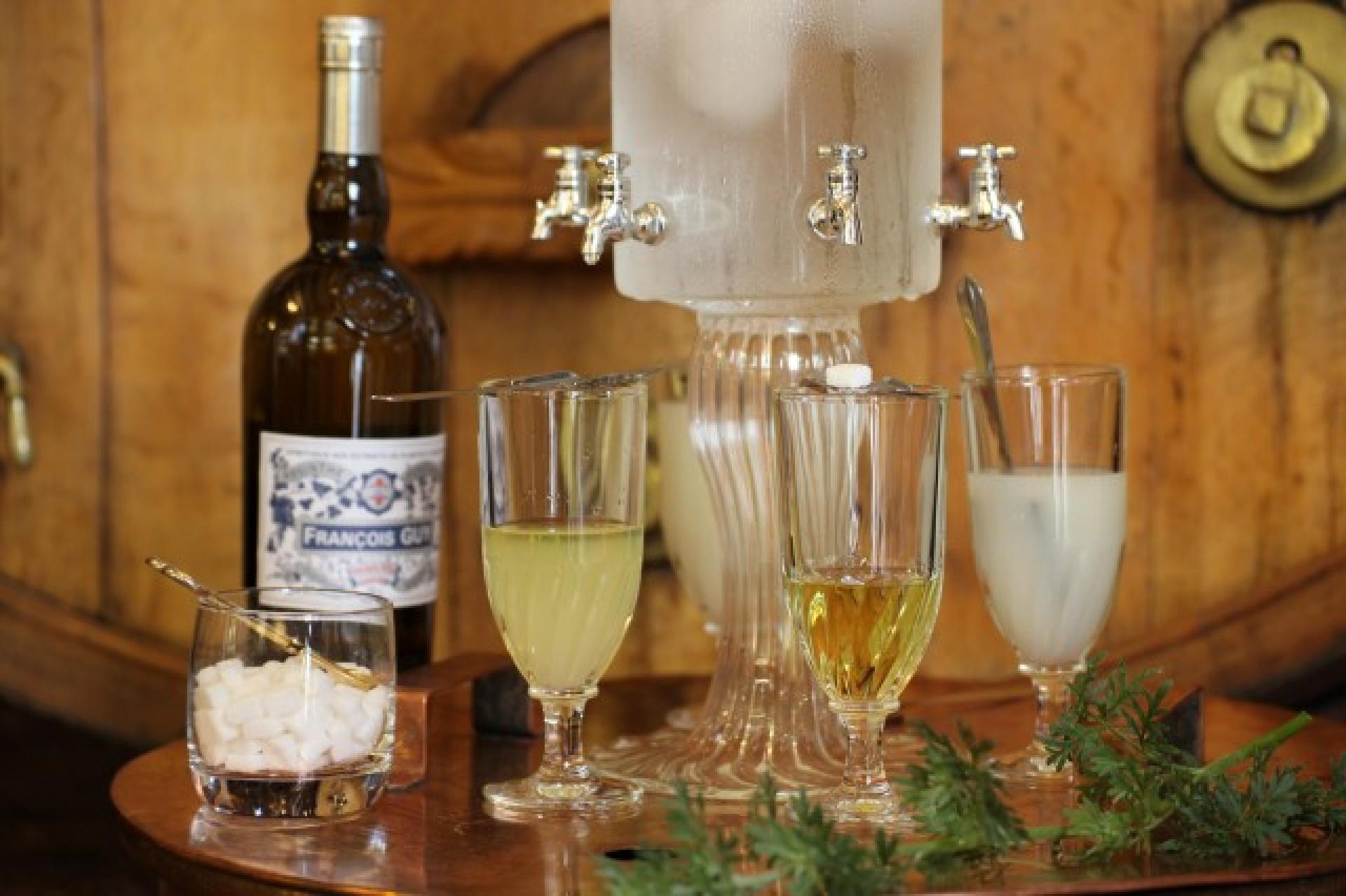 ... cherchent un abri dans le Morvan ... nous contacter ... Fontaine-absinthe.-111800-1920x0