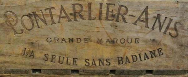 Ancienne caisse en bois Pontarlier-Anis